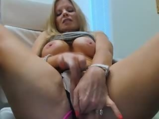 cumshow Sex Cam trophywifey is 44 years old. Speaks English. Lives in Texas, United States
