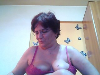 brunette matureshow4u is 46 years old. Speaks english, . Lives in