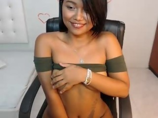 kinky Sex Cam kharolinee is 18 years old. Speaks español. Lives in Antioquia, Colombia