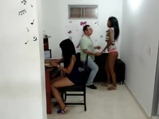 kinky Sex Cam x_girl_x is 22 years old. Speaks español. Lives in Colombia