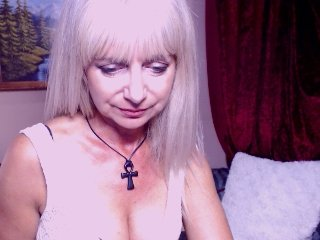 blonde dayanaqueen is 40 years old. Speaks english, german. Lives in