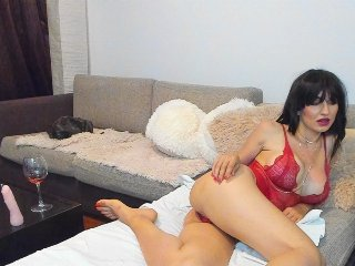 shaved Sex Cam layanaqueen is 25 years old. Speaks english, . Lives in chisinau