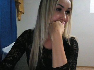 blonde -vitta- is 20 years old. Speaks english, russian. Lives in москва