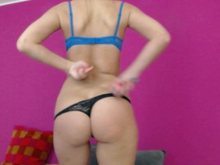 brunette ellynxxx is 32 years old. Speaks english, . Lives in