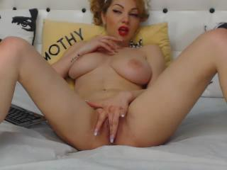 DeeaDiamond webcam sex video - Depraved pin-up babe notably twitches pussy with gentle fingers
