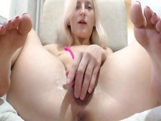 hotblondyx is 21 years old. Speaks English. Lives in North Europe