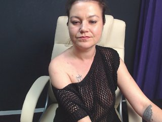 Sex Cam carolahotmilf is 33 years old. Speaks english, . Lives in